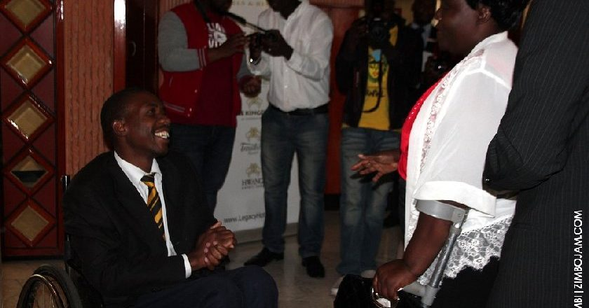 Senator Shiri meets Edmore a switchboard operator at Monomatapa PIC: T. NDABAMBI | ZIMBOJAM.COM