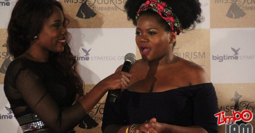 Hostess and Singer Cindy Munyavi interviews South African singer Busiswa on the Red Carpet PIC: T. CHIHAMBAKWE | ZIMBOJAM.COM