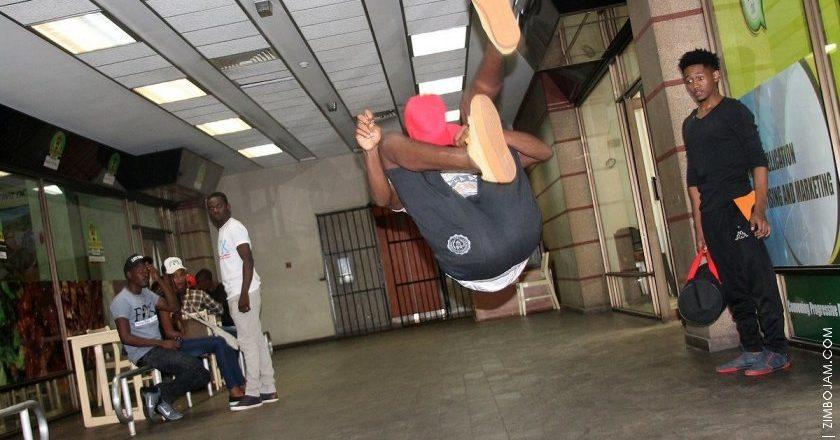 Cypher dancers gravitate PIC: T.NDABAMBI | ZIMBOJAM.COM